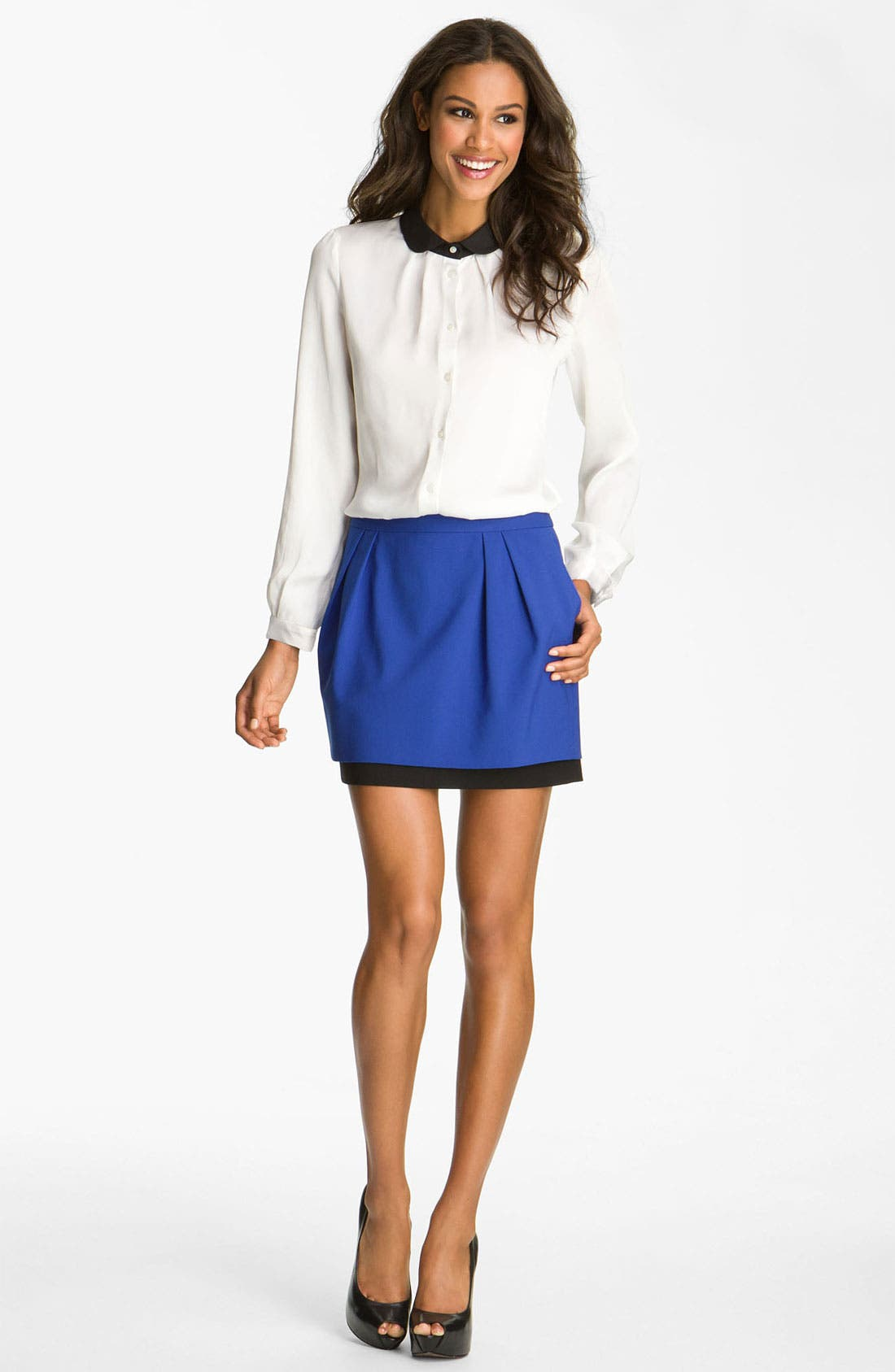 Alternate Image 2  - Vince Camuto Contrast Trim Blouse