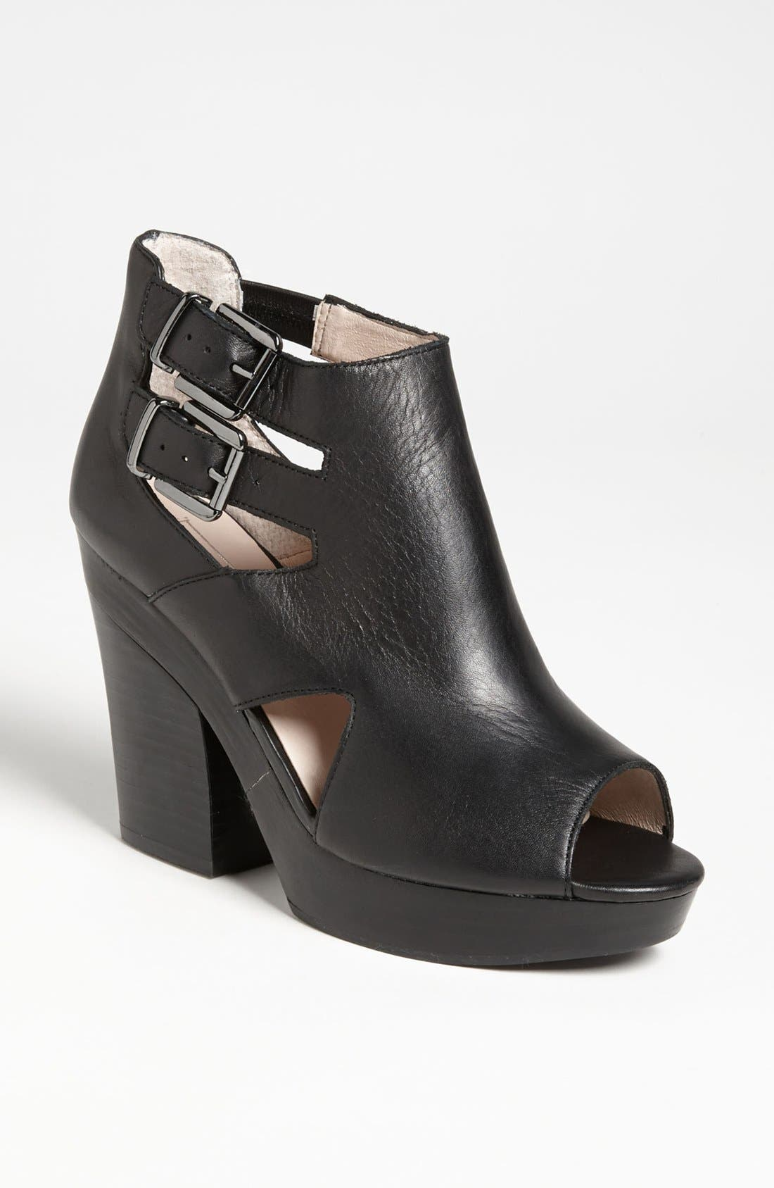 Alternate Image 1 Selected - Topshop 'George' Bootie