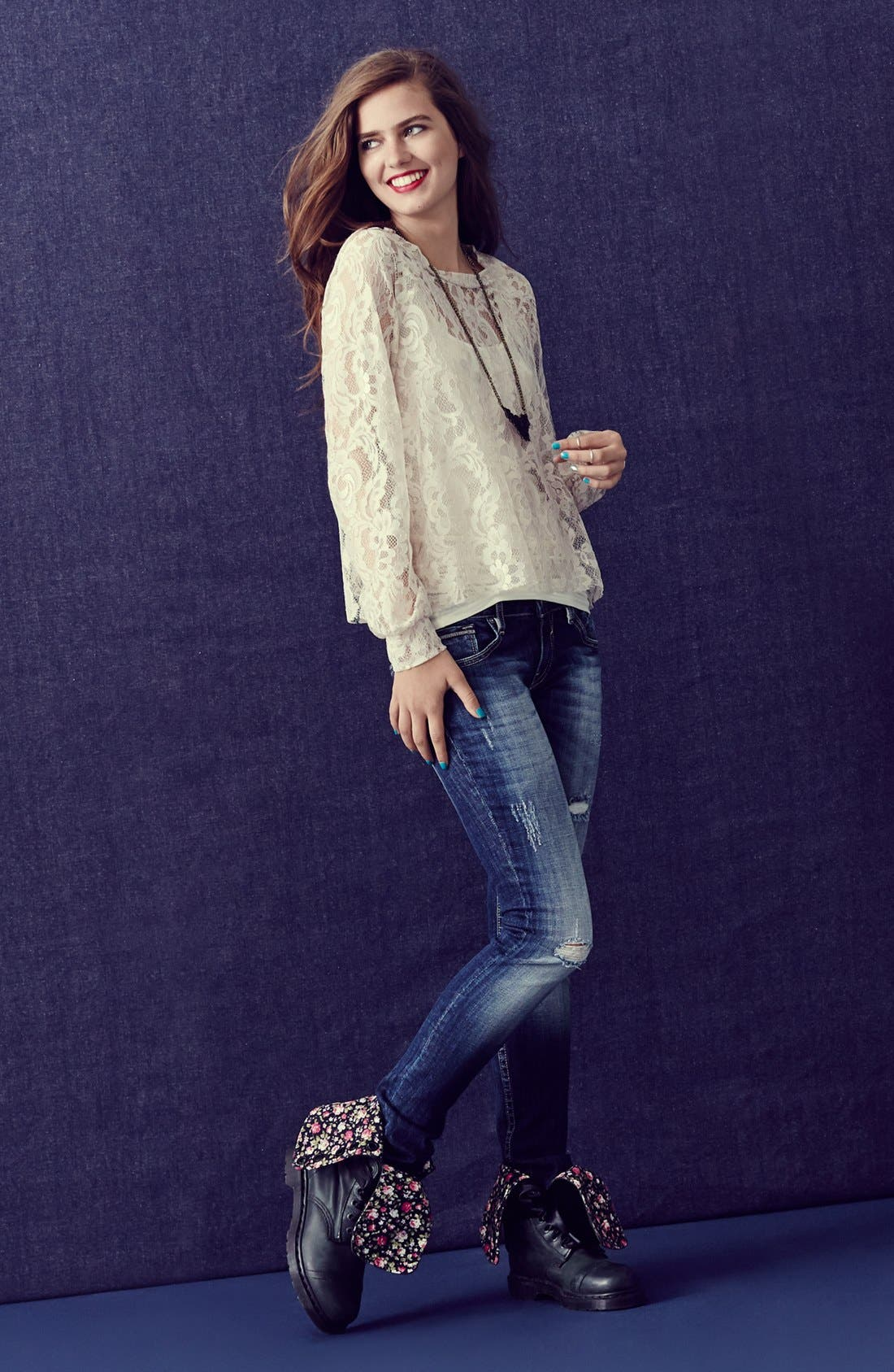 Main Image - Lily White Top & Vigoss Skinny Jeans