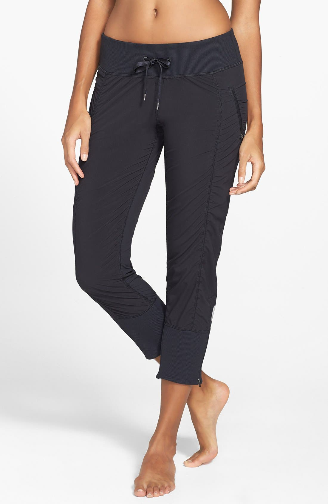 Alternate Image 1 Selected - Zella 'Move 2' Low Rise Capris