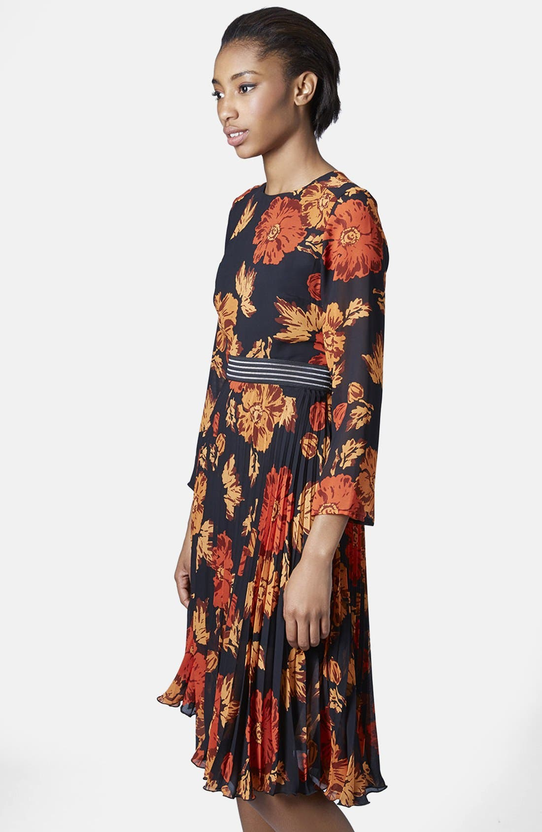 Alternate Image 1 Selected - Topshop 'Bloomsbury' Floral Print Midi Dress
