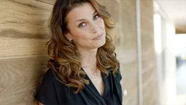 Play video of model Bridget Moynahan on her favorite NYDJ spring pieces.