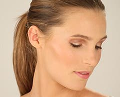 Play video about Chantecaille summer makeup.