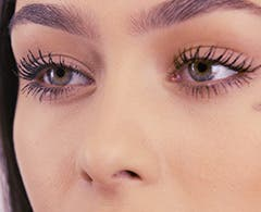Play video about the Charlotte Tilbury Wing Lash.