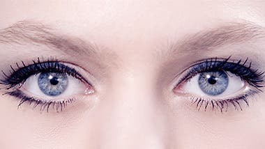 Play video about Diorshow Mascara.