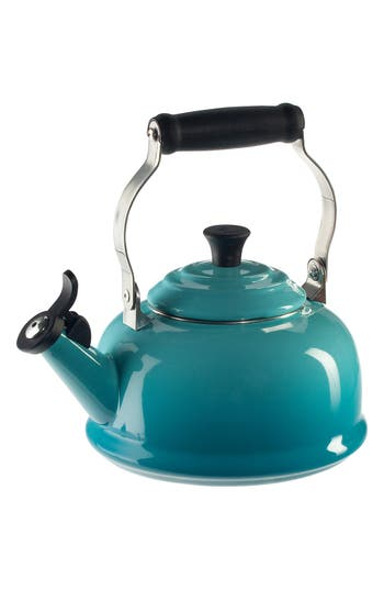 Le Creuset Classic Whistling Tea Kettle, Size One Size - Green