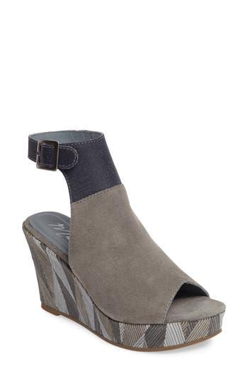 Matisse Harlequin Wedge Sandal- Grey