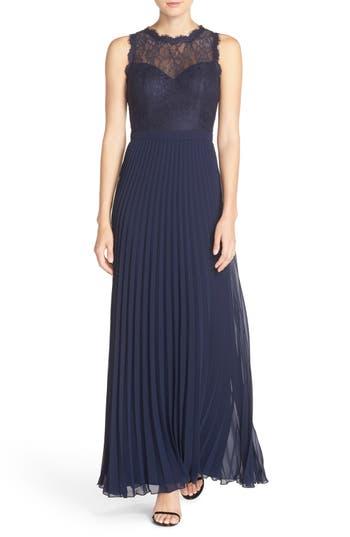 Women's Xscape Lace & Pleat Chiffon Gown
