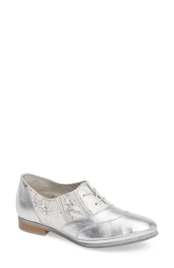 Cloud Bliss Lace-Up Oxford