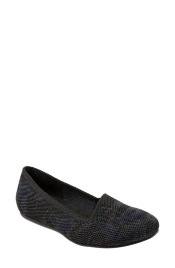 SoftWalk® Sicily Knit Flat