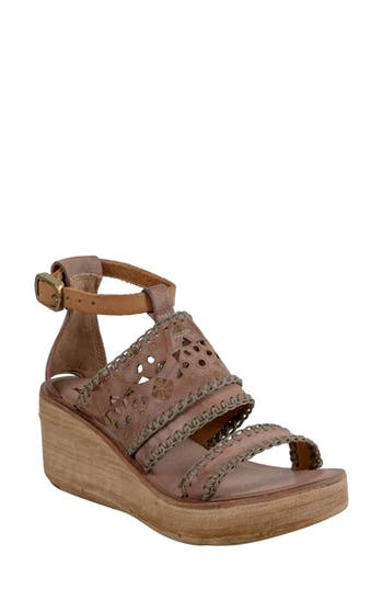 NEALIE WEDGE