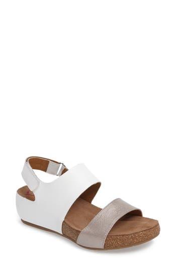 Comfortiva Seeley Sandal