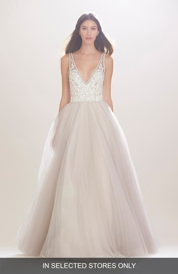 Women's Carolina Herrera 'Mercedes' V-Neck Lace & Tulle Gown