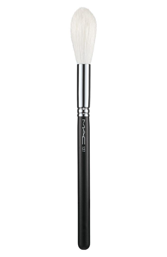 MAC 137 Long Blending Brush