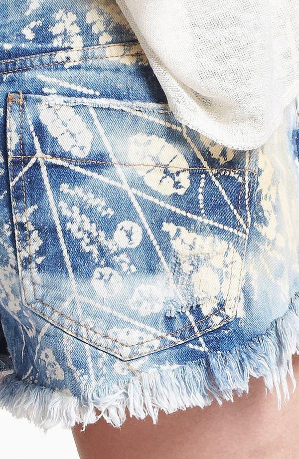 Alternate Image 3  - Free People Shibori Cutoff Shorts (Blue)