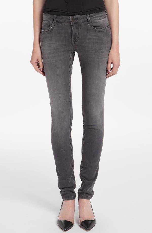 Main Image - maje 'Jaw' Embroidered Pocket Skinny Jeans (Gris Fonce)