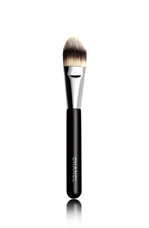 Alternate Image 1 Selected - CHANEL PINCEAU FOND DE TEINT 