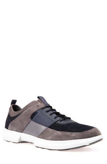traccia 5 sneaker