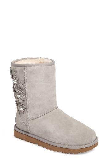 UGG? Classic Short Petal Boot (Women)