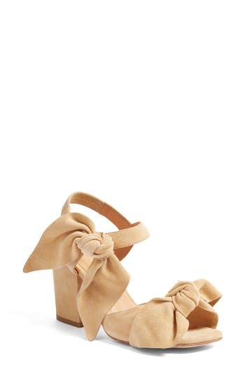 Bill Blass Carmen Bow Sandal (Women)