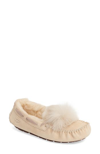 UGG? Dakota Genuine Shearling Pompom Slipper (Women)