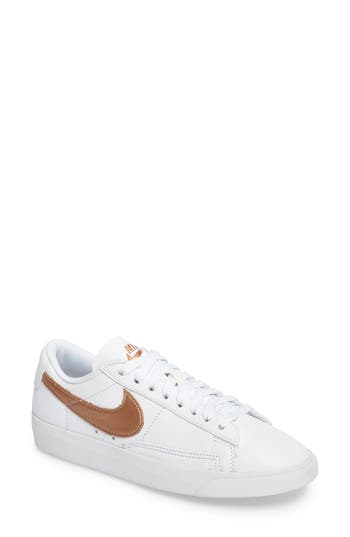 Nike Blazer Low LE Basketball Shoe (Women)