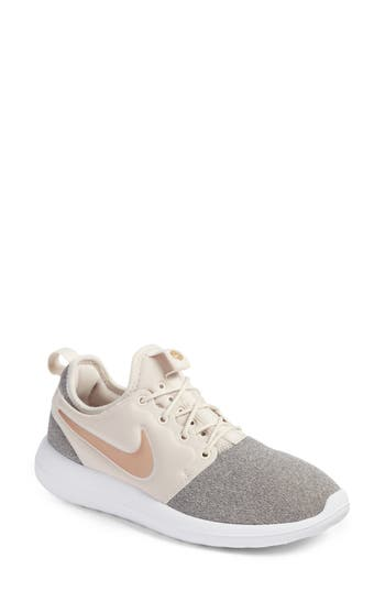 Nike Roshe Two Knit Sneake..
