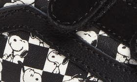 Peanuts Snoopy/ Checkerboard swatch image
