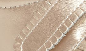 Champagne Leather swatch image