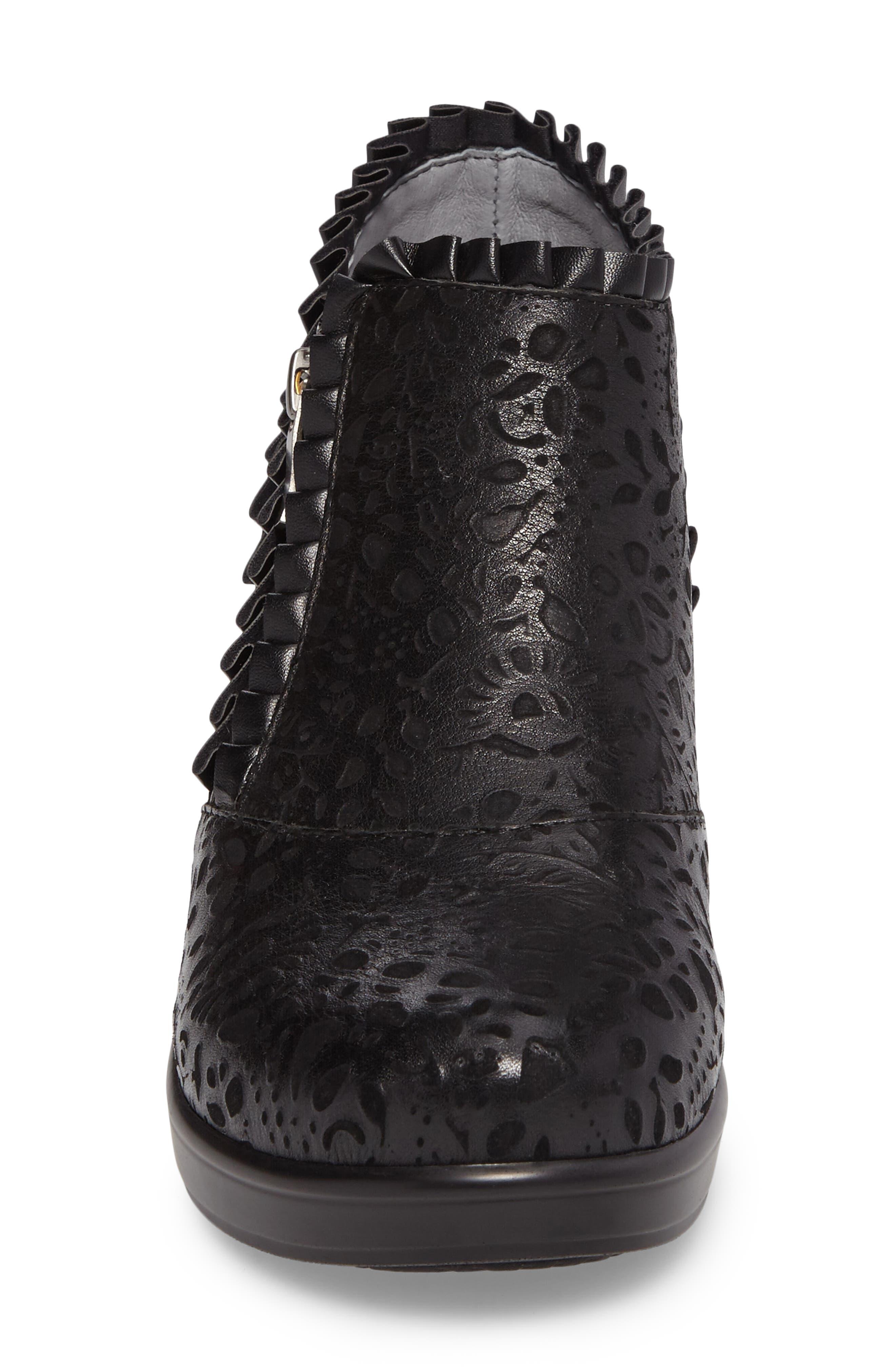 'Hannah' Saddle Boot,                             Alternate thumbnail 4, color,                             Delicut Leather