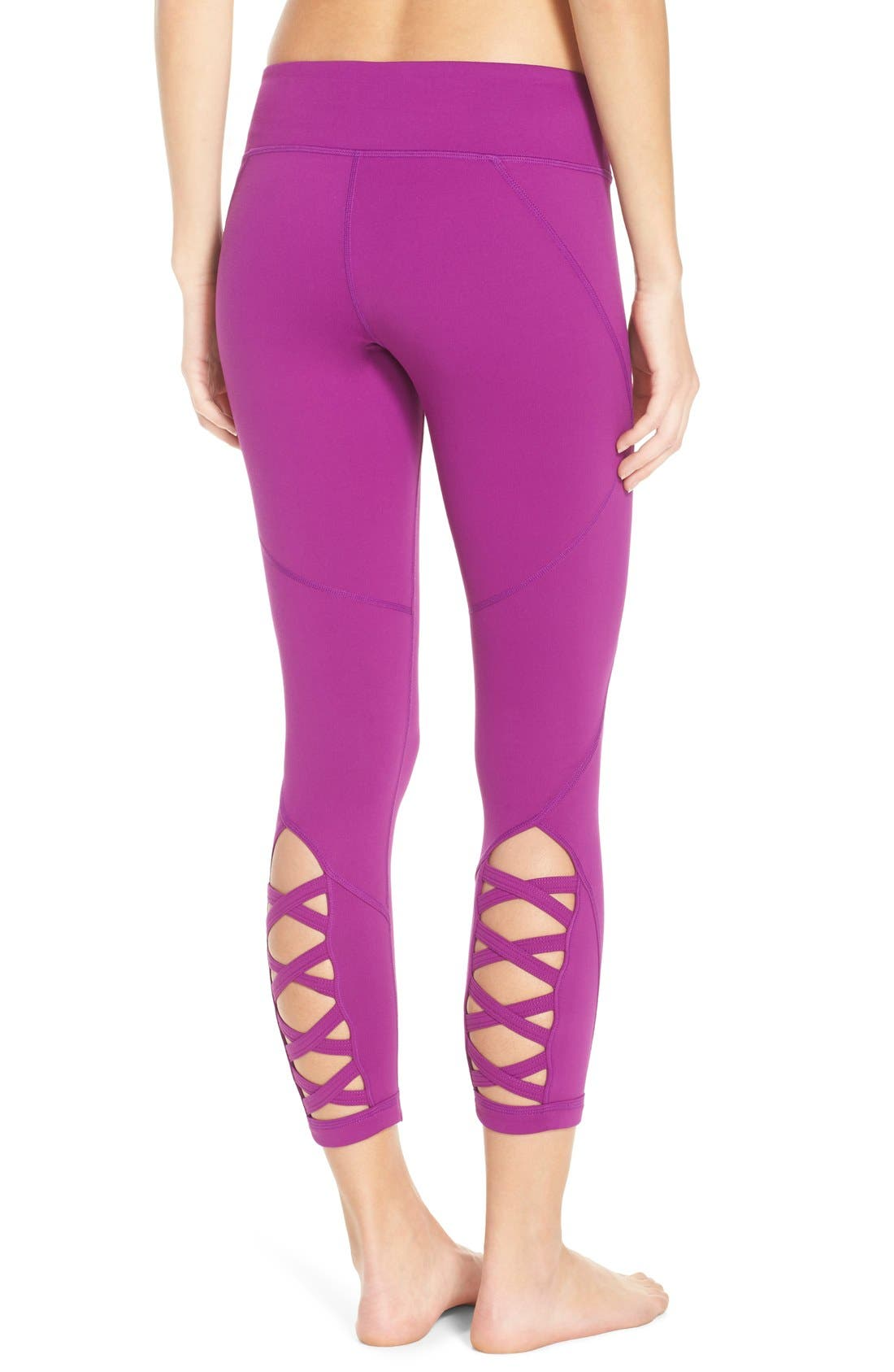 Alternate Image 1 Selected - Zella 'Lattice' Crop Leggings