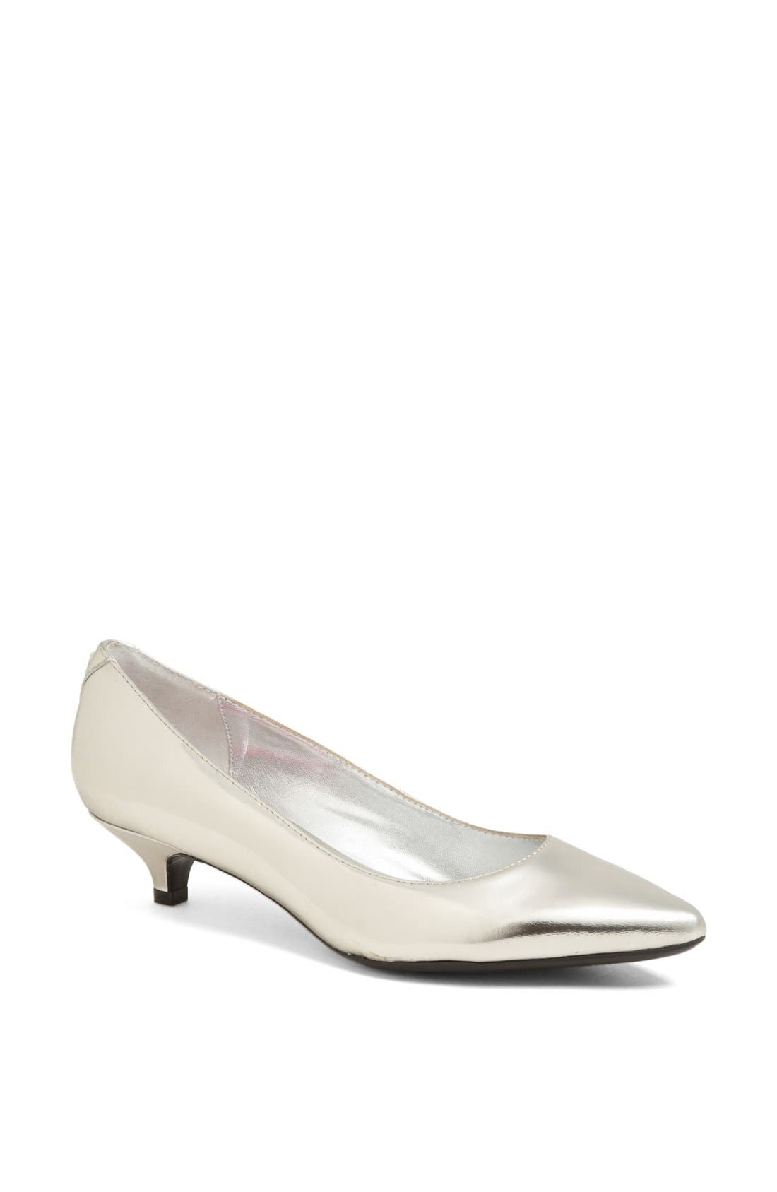 Alternate Image 1 Selected - Isaac Mizrahi New York 'Gabriel' Pump