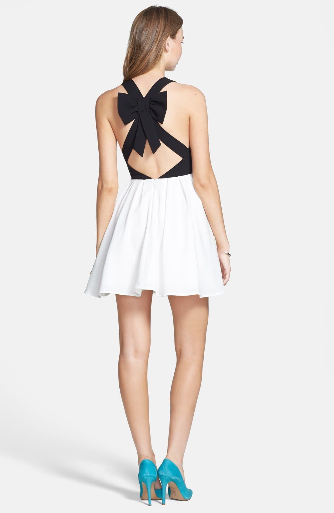 Alternate Image 2  - En Crème Colorblock Bow Back Dress (Juniors)