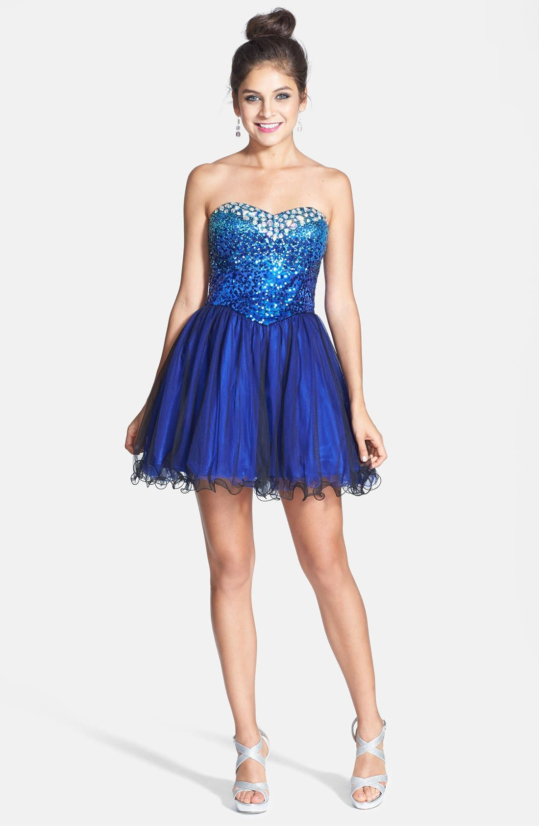 Main Image - Steppin Out Embellished Party Dress (Juniors)