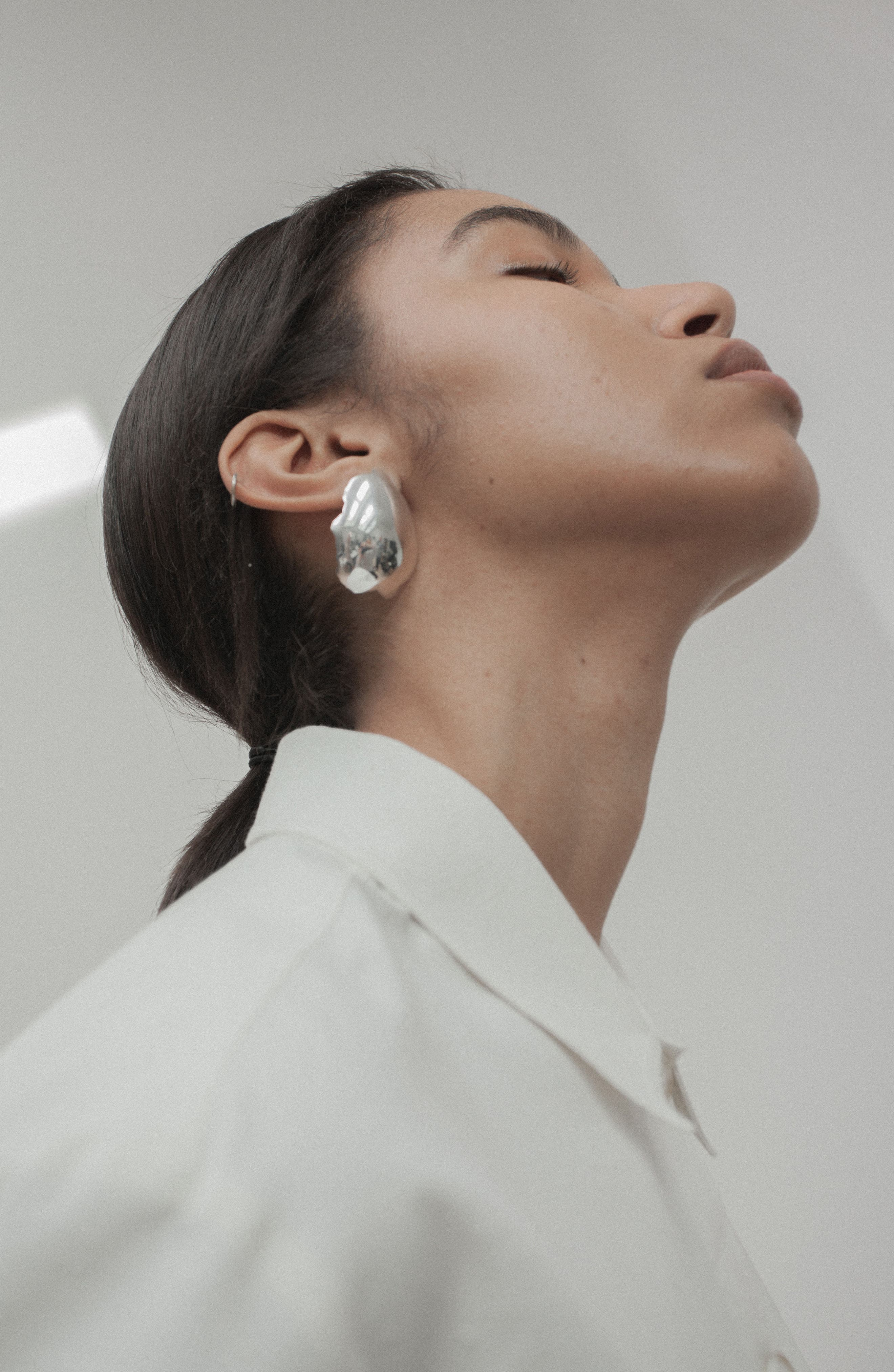 Alternate Image 4  - All Blues Silver Eggshell Earrings