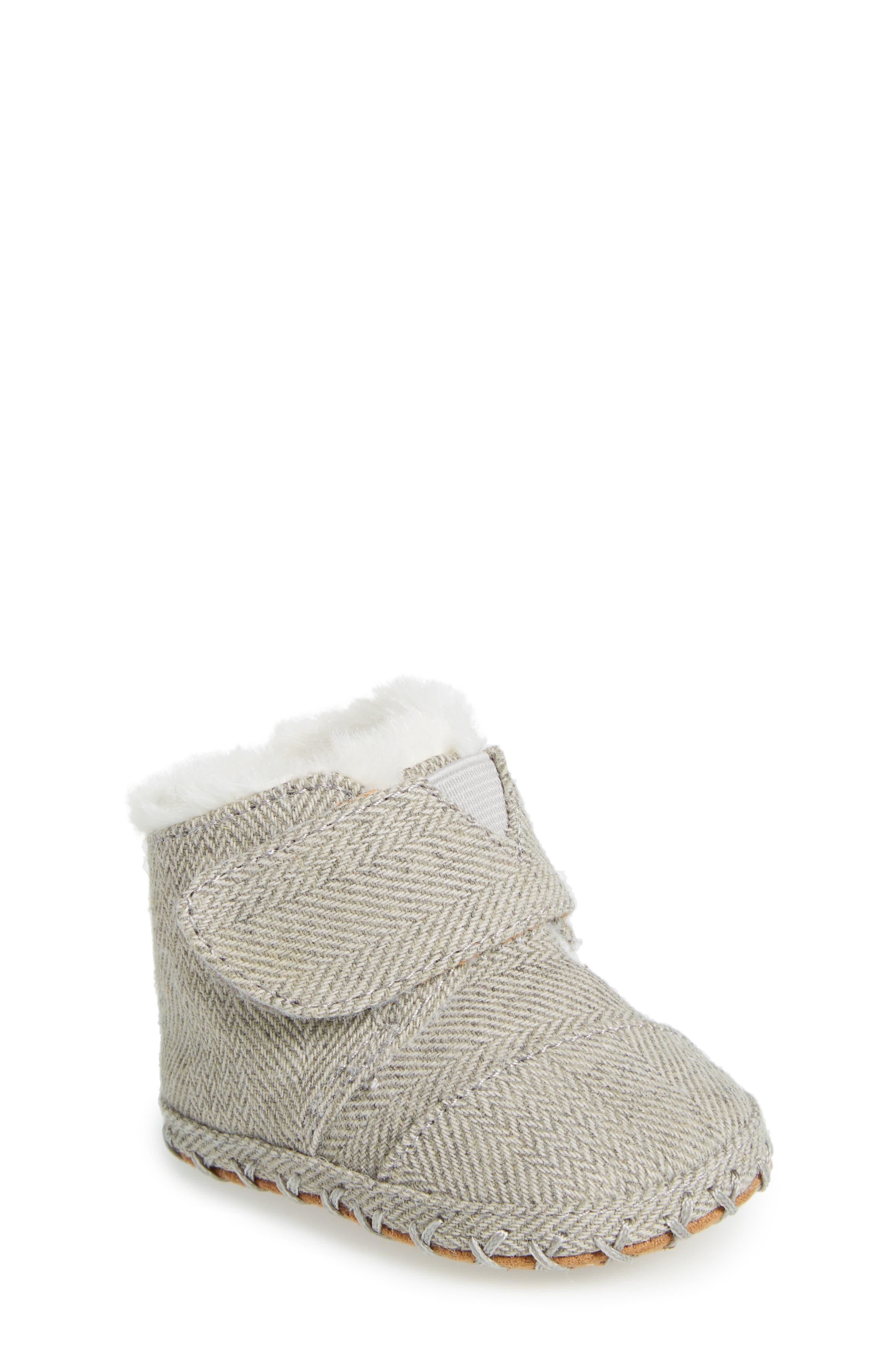 Tiny Cuna Faux Fur Crib Bootie,                         Main,                         color, Drizzle Grey Herringbone