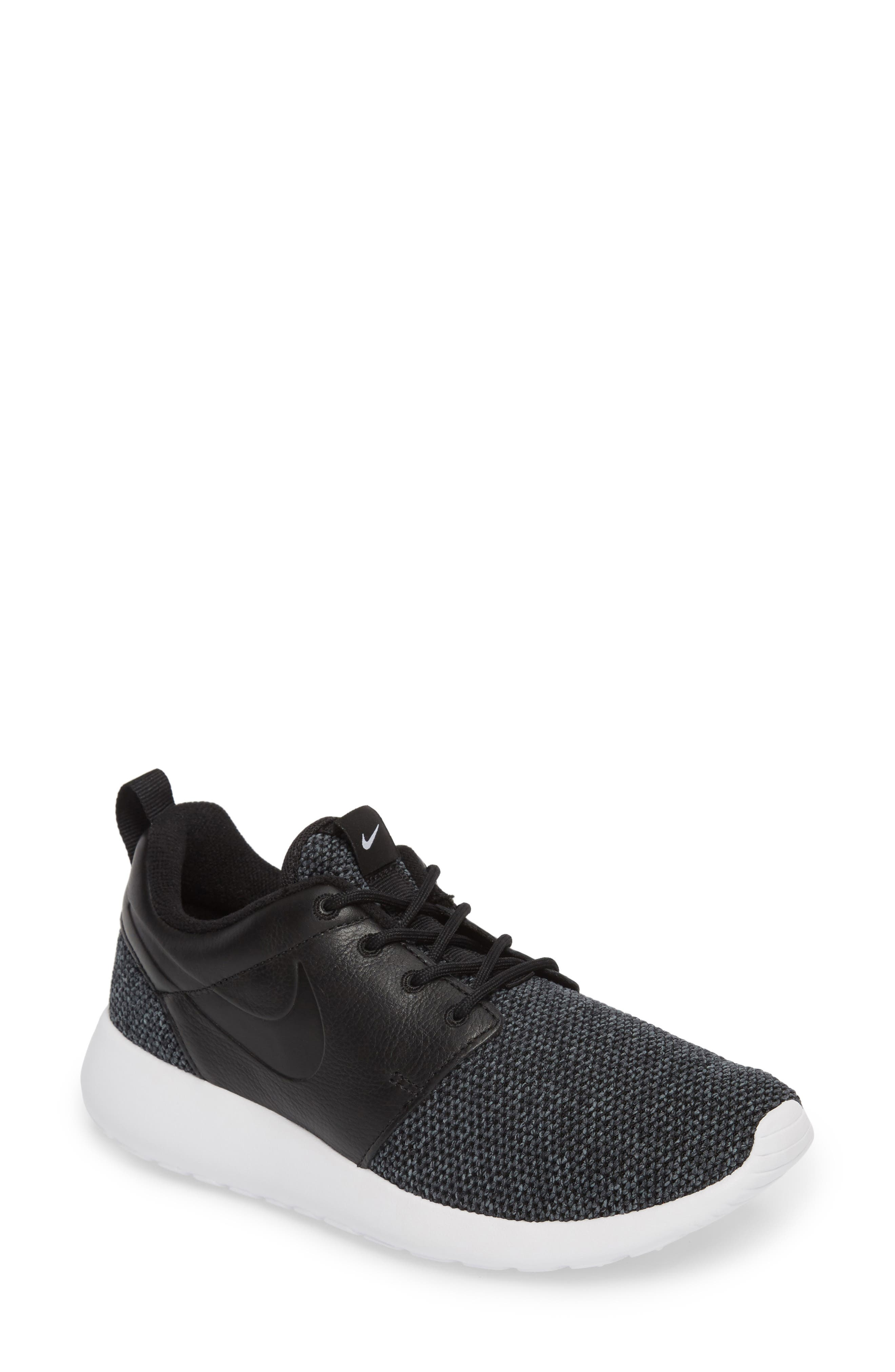 Nike Roshe One Knit Sneaker Women