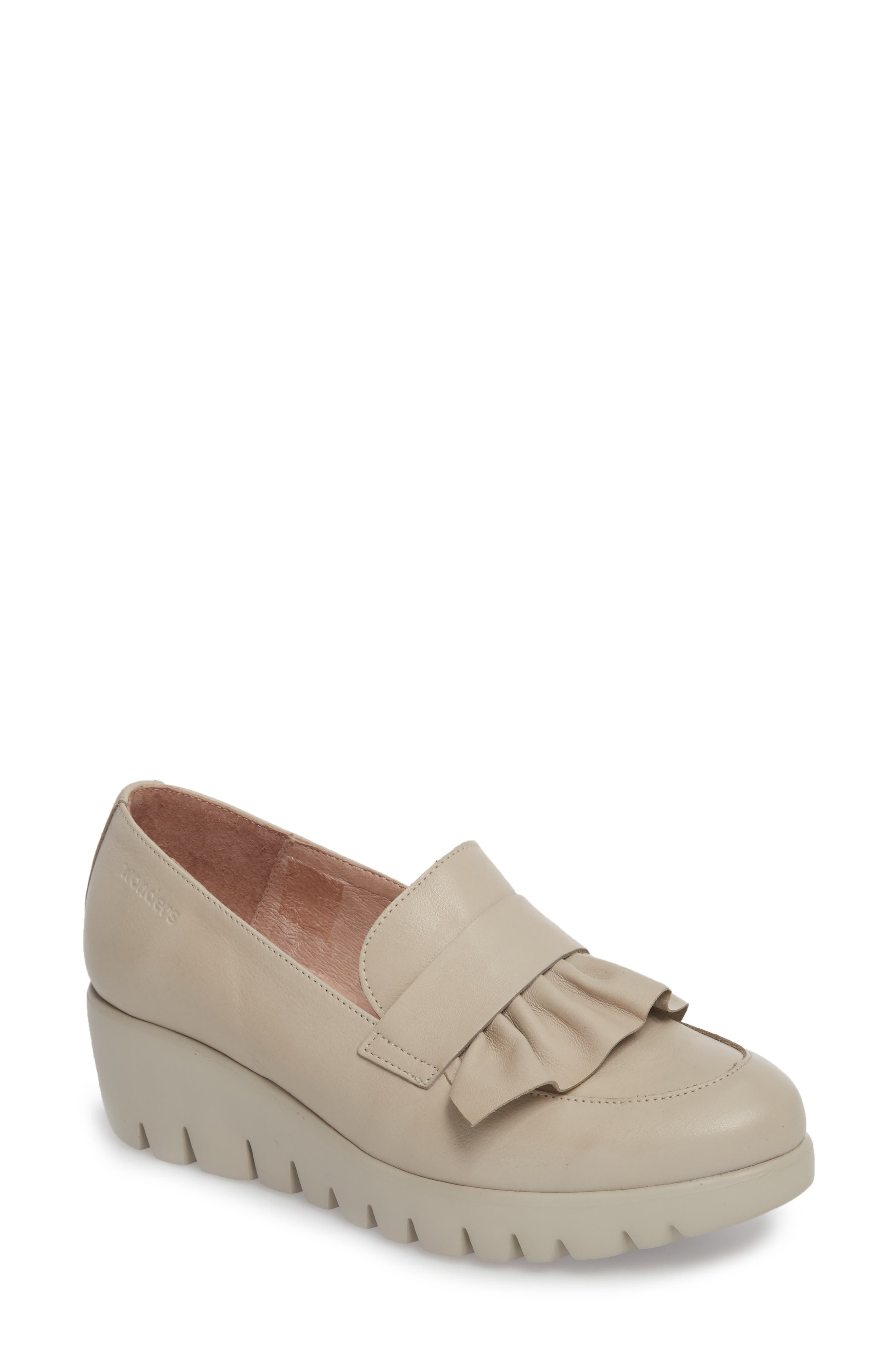 WONDERS Loafer Wedge in Light Grey Leather