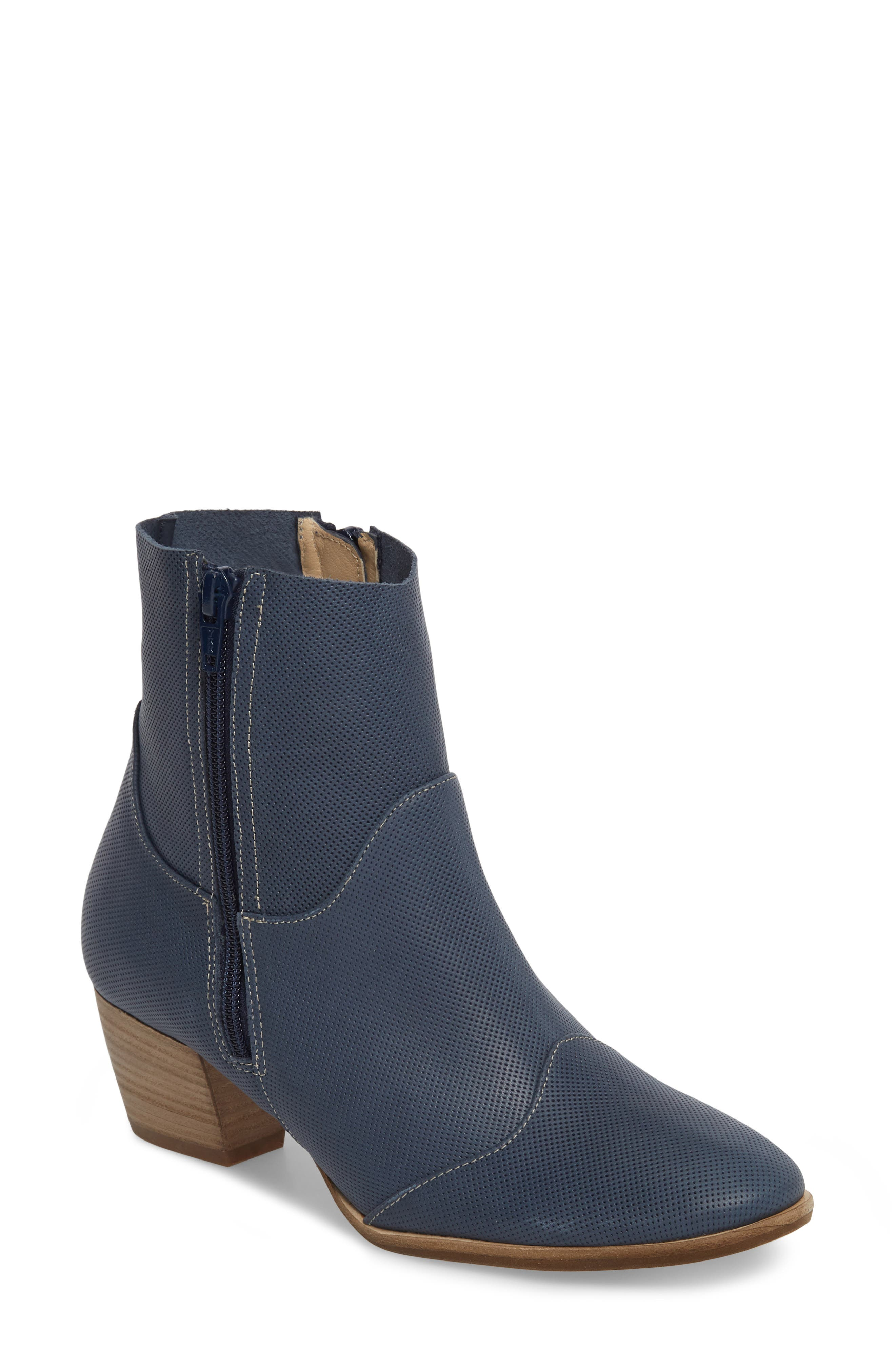 AMALFI BY RANGONI Robin Bootie in Blue Leather