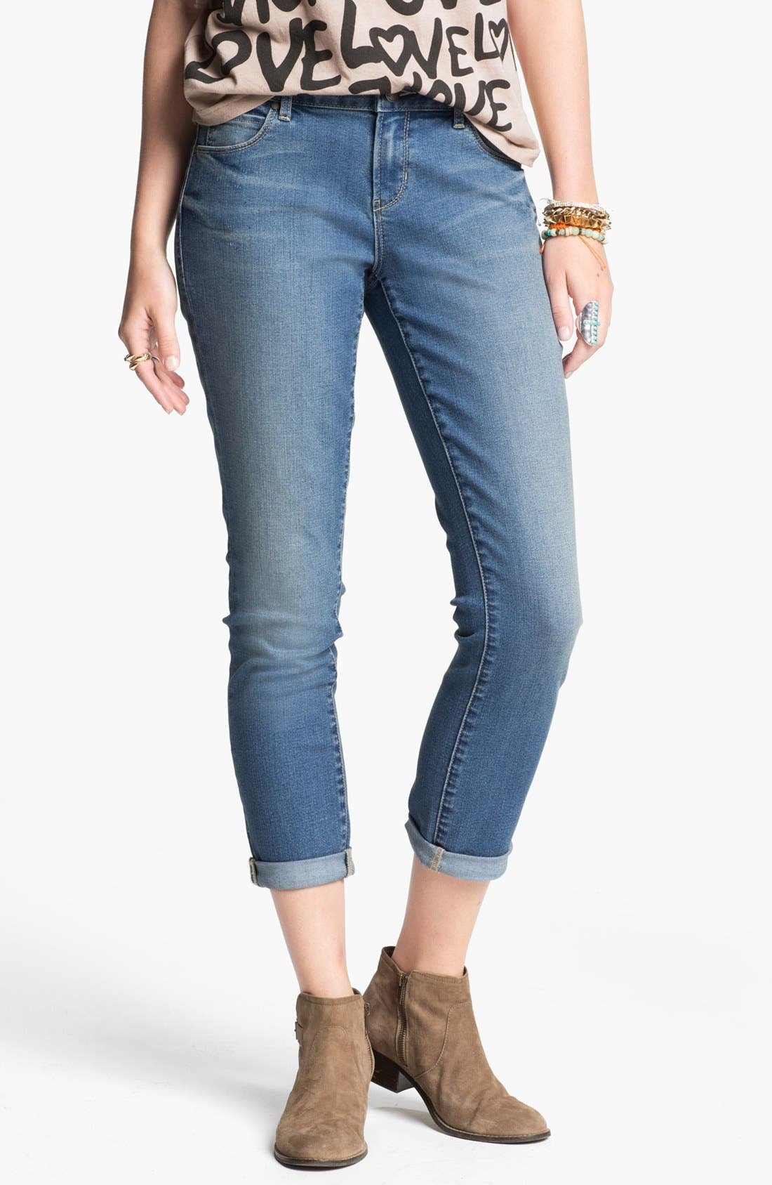 Main Image - Articles of Society 'Cindy' Boyfriend Skinny Jeans (Juniors)