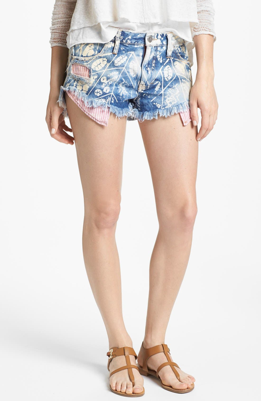Main Image - Free People Shibori Cutoff Shorts (Blue)