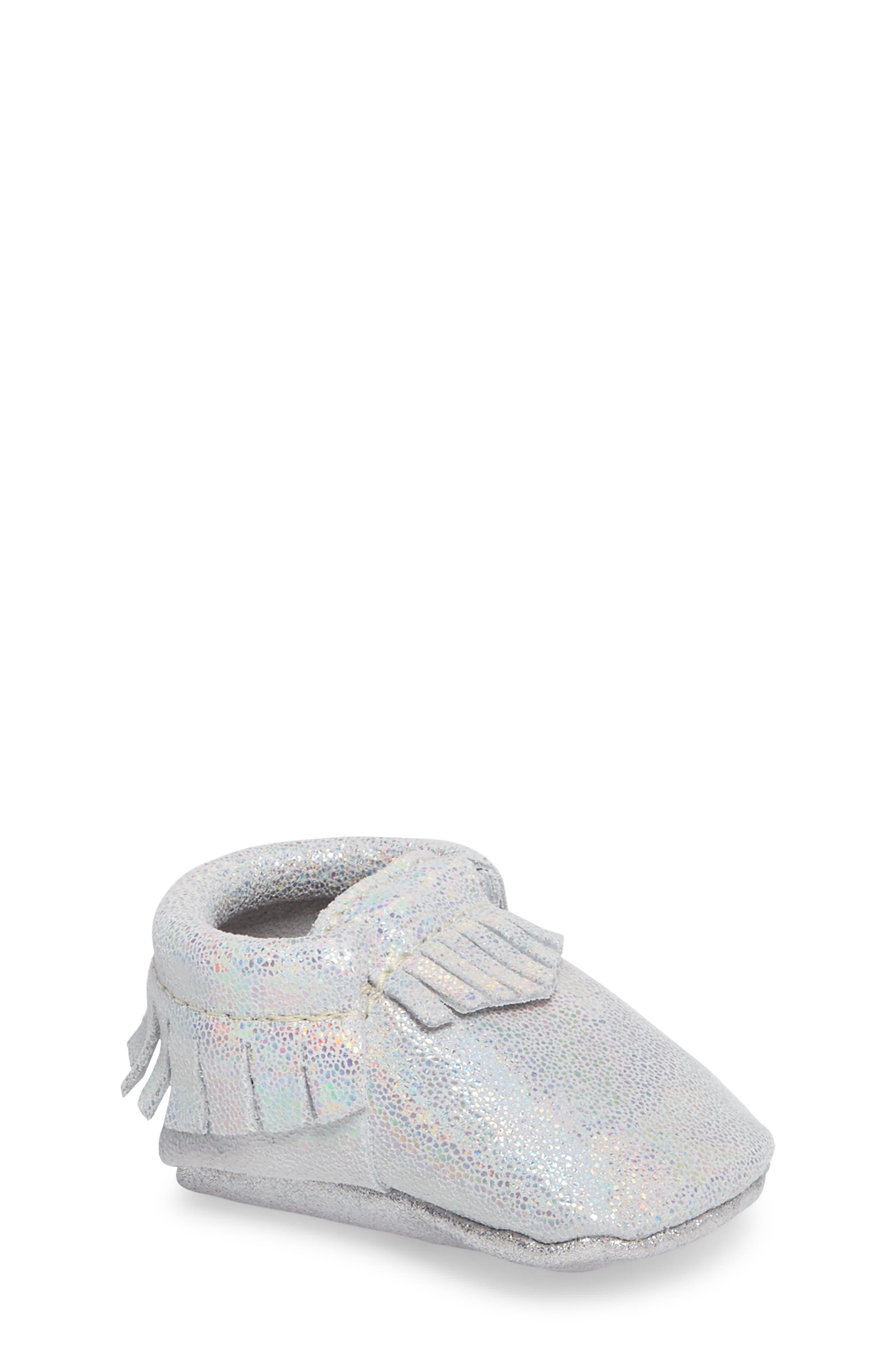 Freshly Picked Hologram Moccasin Crib Shoe (Baby, Walker)