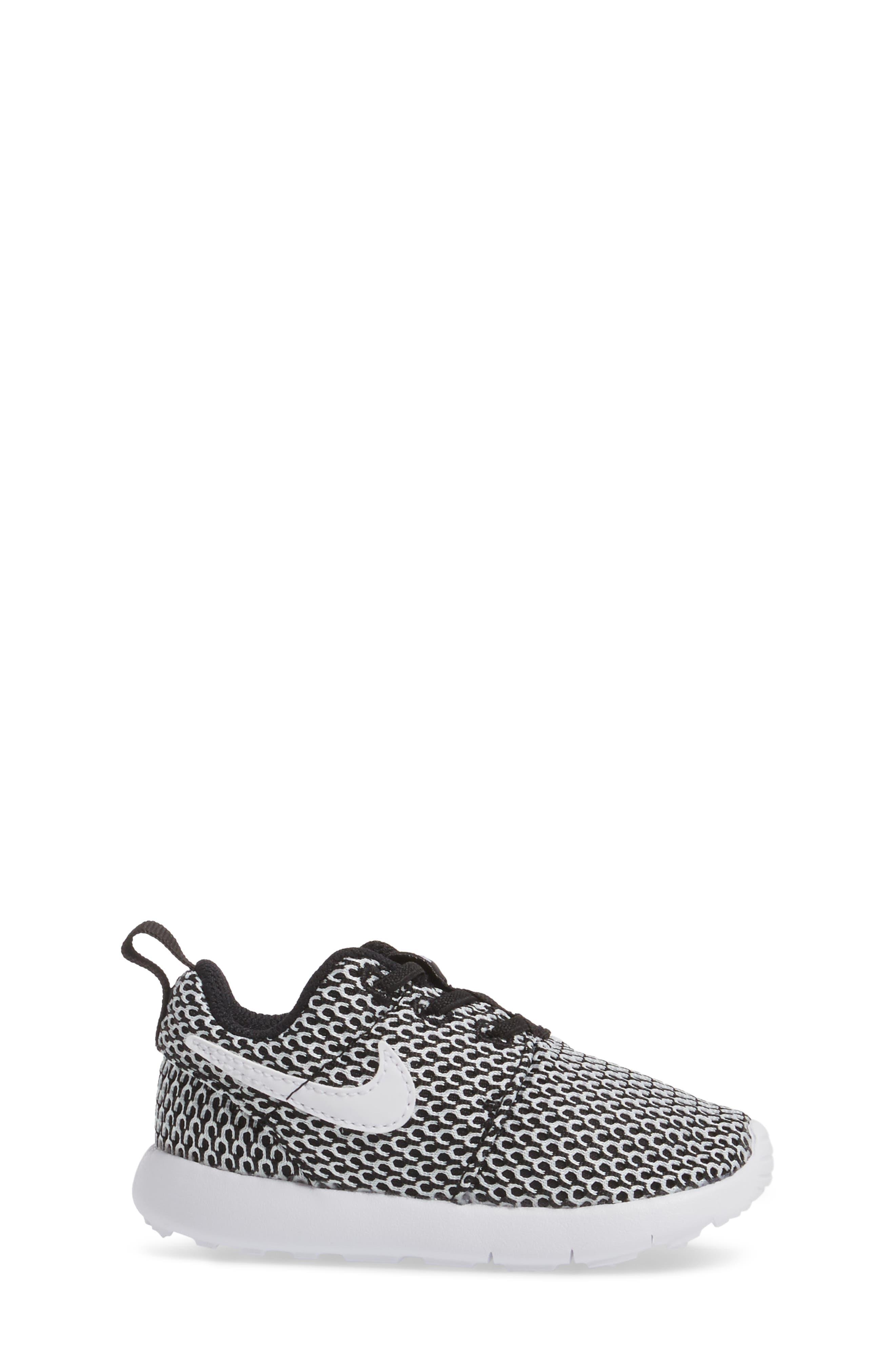 Alternate Image 3  - Nike 'Roshe Run' Sneaker (Baby, Walker & Toddler)