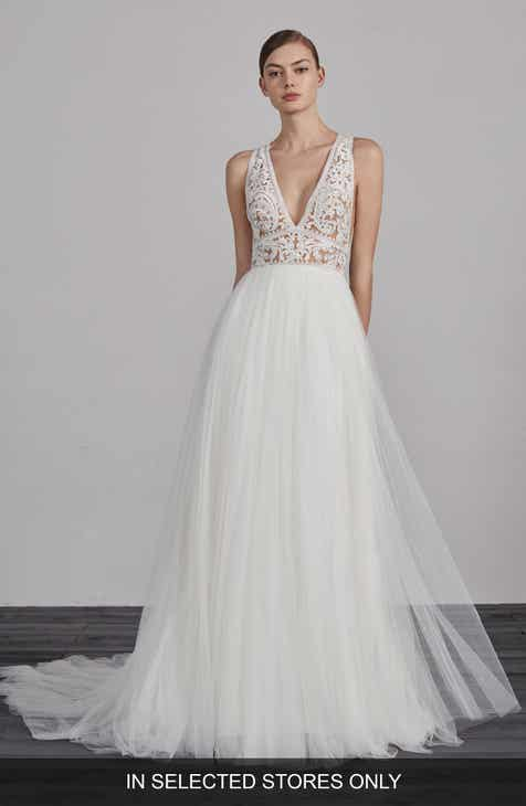 Ovias Espiga V Neck Lace Tulle Gown