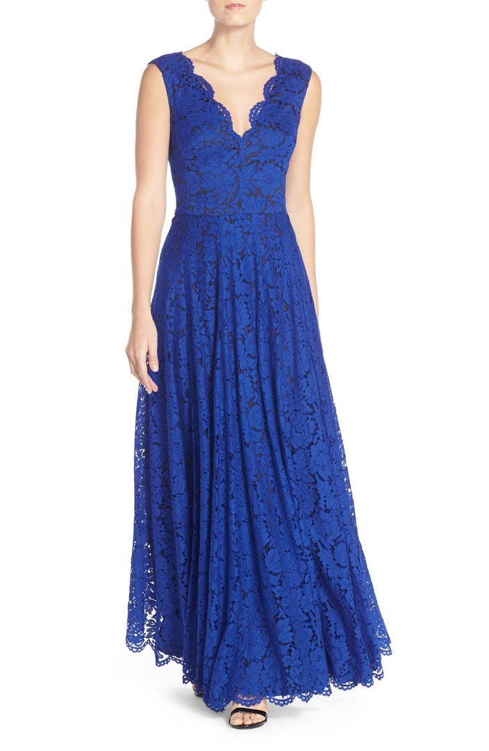 Vera wang scalloped lace gown nordstrom for Boutique en ligne vera wang