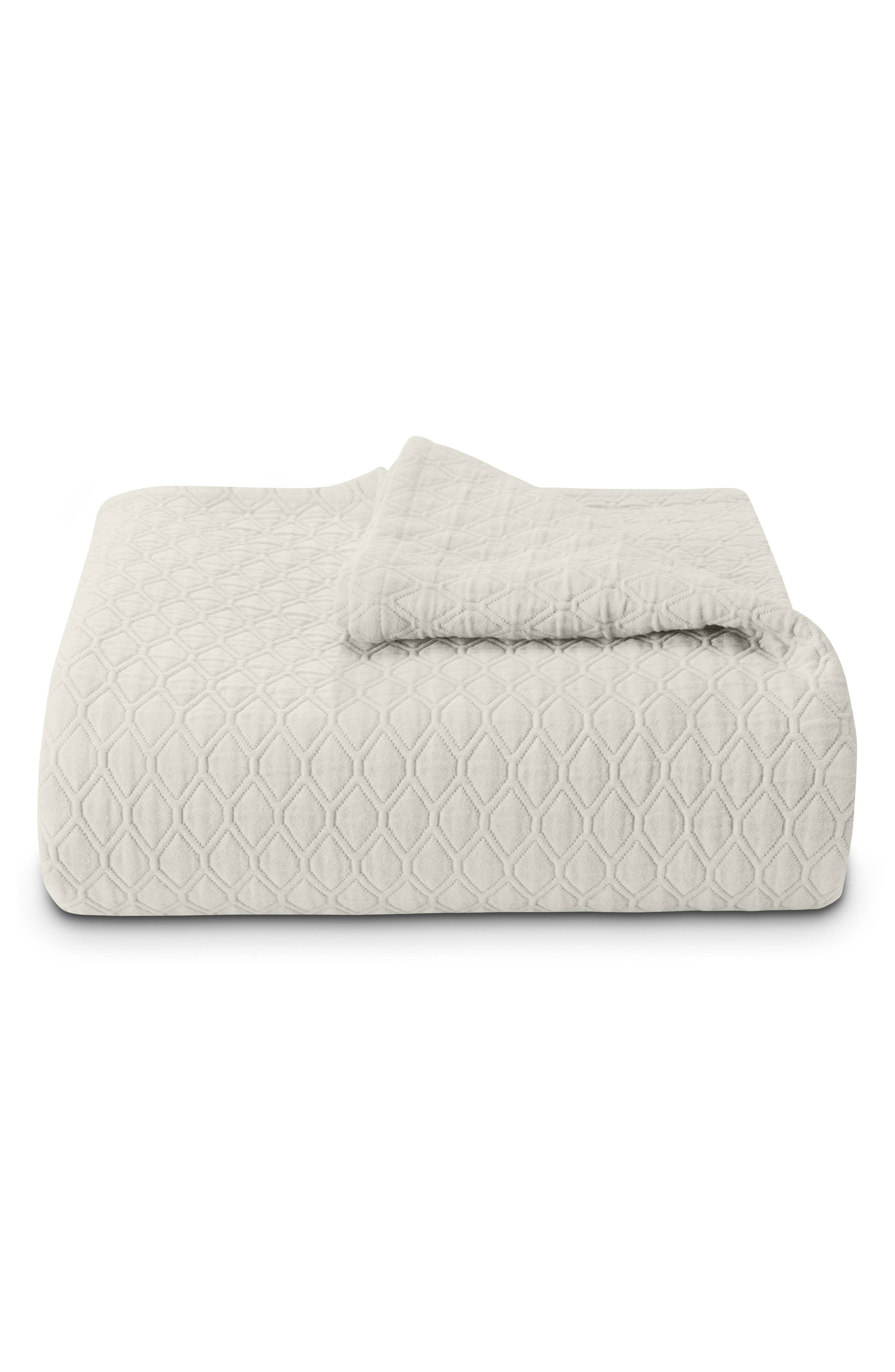 Vera Wang Puckered Diamond Matelassé Coverlet
