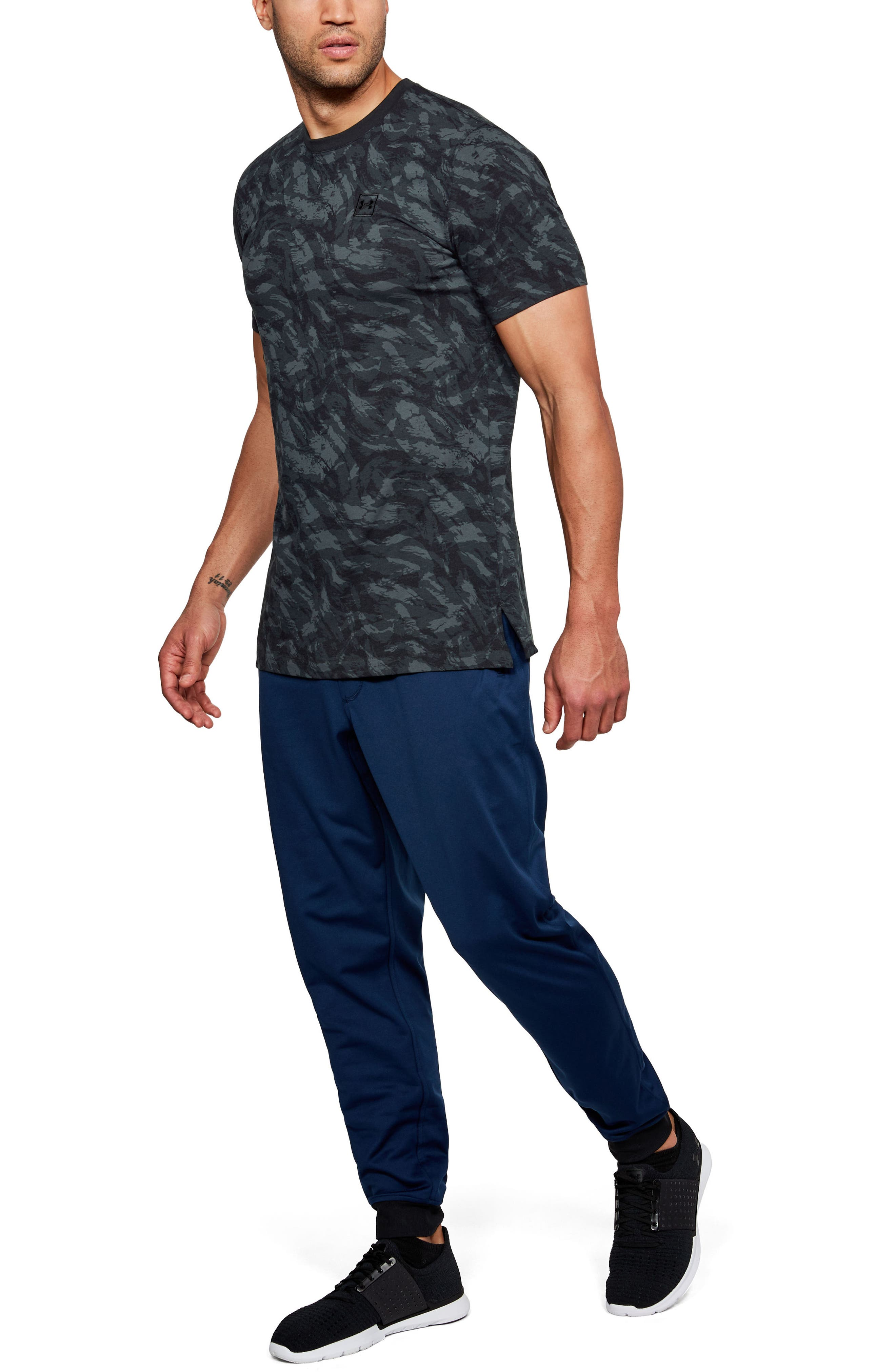 Sportstyle Print Charged Cotton<sup>®</sup> Fitted T-Shirt,                             Alternate thumbnail 4, color,                             Black/ Black