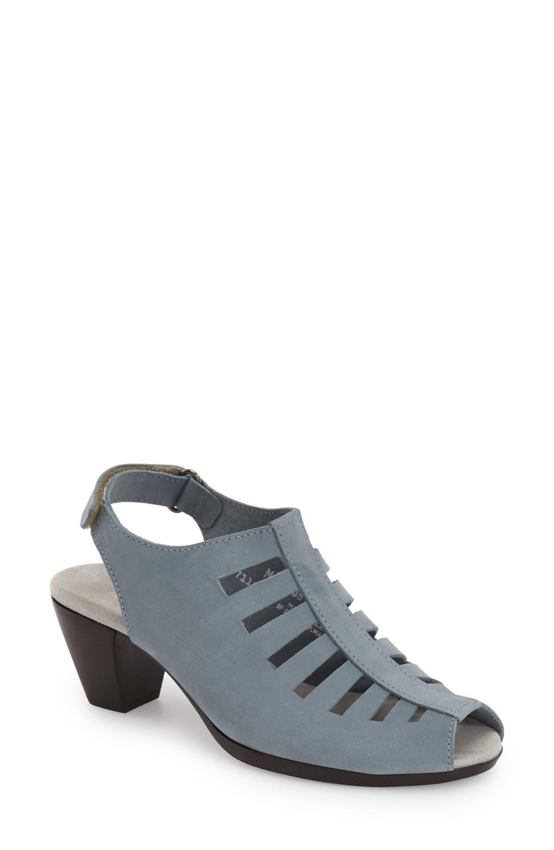 Alternate Image 1 Selected - Munro 'Abby' Slingback Sandal (Women)