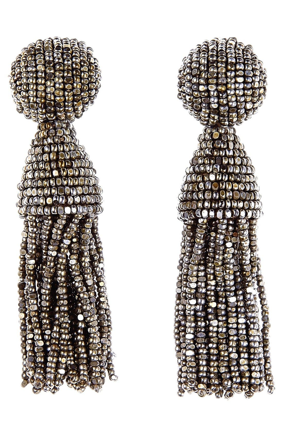 Main Image - Oscar de la Renta 'Classic Short' Tassel Drop Clip Earrings