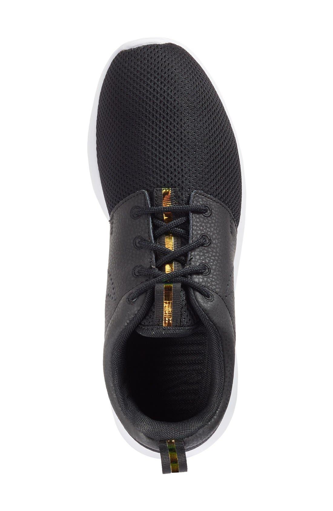 Alternate Image 3  - Nike 'Roshe Run' Print Sneaker (Women)
